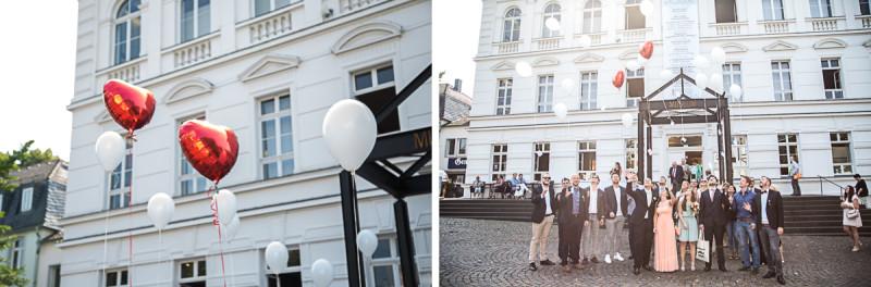 14_hochzeitsfotos_standesamt_ballons